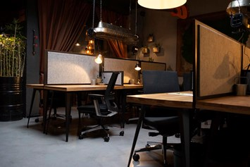 Coworking Space: CO-WORKING STAYTION